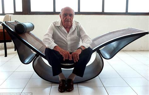 chaise copacabana architect oscar niemeyer who recreated 39 s sensuous