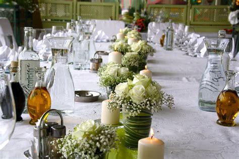 Blumen Hochzeit Dekorationsideenblumen Dekoration Fuer Gartenhochzeit by Die Hochzeitsorganisation Richtig Geplant Zur