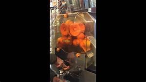 Machine A Orange Pressée : whole foods orange juice machine youtube ~ Melissatoandfro.com Idées de Décoration