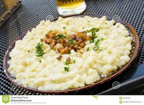cuisine slovaque boulettes avec du fromage de moutons plat slovaque