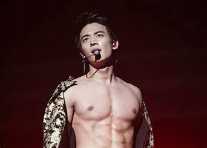Minho Flashes His Swoon-Worthy Abs During SHINee's Seoul ...