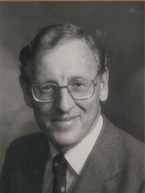 dr thomas desmond hawkins school clinical medicine