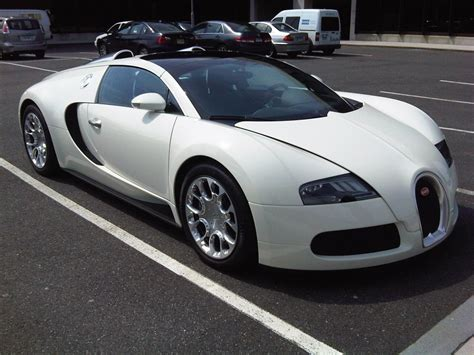 Bugatti has made some of the most coveted cars in history. 2011 Bugatti Veyron 16.4 GrandSport | Gaywheels