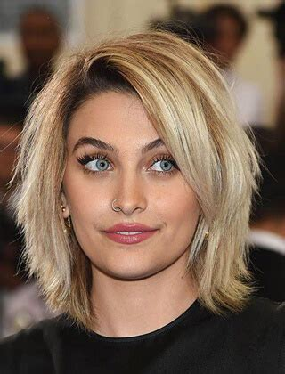 fryzury damskie poldlugie cieniowane  modne fryzury   dla kazdego