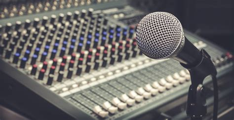 13 Cool Things to Look For While Hiring a Radio Jockey ...
