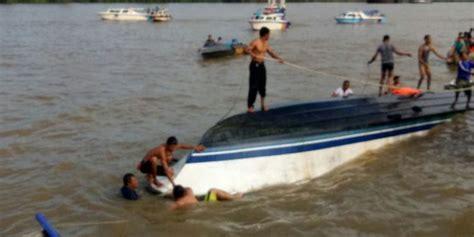 Speed Boat Tarakan Ke Tanjung Selor by Sebelum Terbalik Speedboat Rute Bulungan Tarakan Tabrak