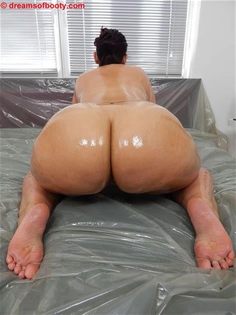 German Pawg Samantha Oiled Up More On Dreamsofbootycom