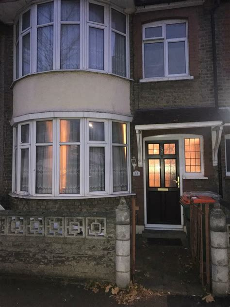 3 Bedroom 2 Bathroom House For Rent by 3 Bedroom 2 Bathroom House For Rent In East Ham In