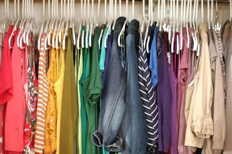 Colorful Closet by Organizar Guarda Roupa Como Ganhar Mais Espa 231 O