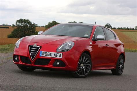 Alfa Romeo Giulietta Hatchback (2010  ) Photos Parkers