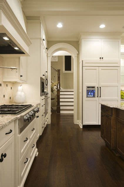 benjamin ivory white kitchen cabinets kitchen cabinets are atrium white by benjamin a 9095