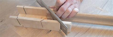 sockelleisten auf gehrung schneiden sockelleisten kleben anleitung diybook ch