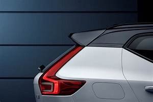 The new baby Volvo XC40 unveiled - comes in Momentum, R