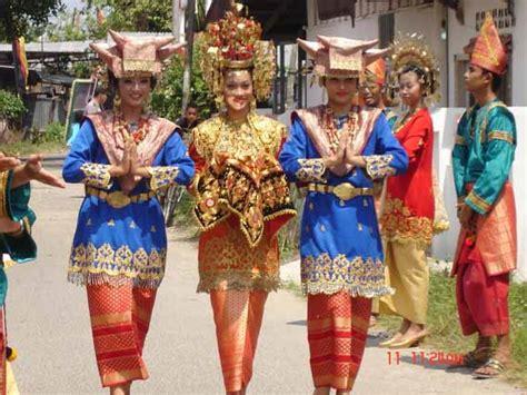 fitinlinecom  makna simbolik  pakaian adat wanita
