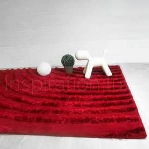 Tapis de luxe contemporain rouge bricks par carving for Tapis rouge avec canapé 145 cm