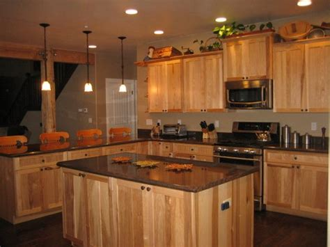 kitchen paint colors with hickory cabinets what granite choice with hickory cabinets 9510