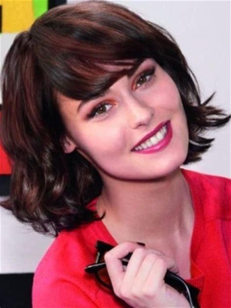 26 Hairstyles for Medium Length Hair?Modern Haircuts