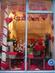 Vitrine Saint Valentin : pr paration de la st valentin deux fleuristes cork ~ Louise-bijoux.com Idées de Décoration
