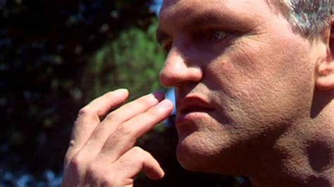 weizmann institute study people sniff  hands