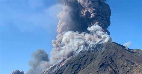 volcano  italian island  stromboli erupts  kills