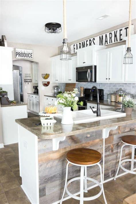 decorating  kitchen cabinets  ways