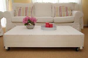 Neben der couch setzt ein beistelltisch akzente und bietet eine abstellfläche für. Couchtisch weiß Wohnzimmertisch Sofatisch Holz massiv ...