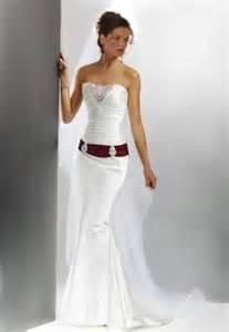 brautkleider brautkleid schmaler schnitt ein designerstück atelier noblesse bei dawanda - Schnitt Brautkleid
