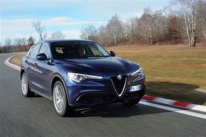 Alfa Romeo Stelvio Versions : 2018 alfa romeo stelvio 2 0 awd first drive getting the basics right motor trend ~ Medecine-chirurgie-esthetiques.com Avis de Voitures