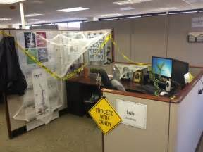 halloween cubicle office decorations random pinterest