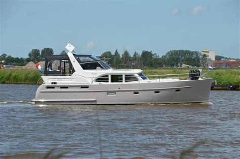 Luxe Motorjacht by Luxe Motorjachten Huren En Varen Over De Nederlandse
