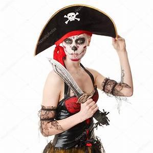 Maquillage Pirate Halloween : pirata de mulher com uma espada fantasia para o halloween ~ Nature-et-papiers.com Idées de Décoration