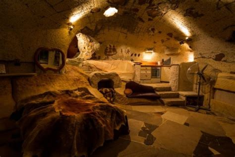 check out this amazing clifftop cave home in blue mountains