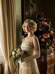 Downton abbey lady rose39s wedding dress revealed in for Downton abbey wedding dress