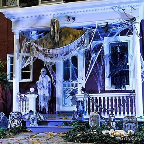 create  spooky front door scene  halloween