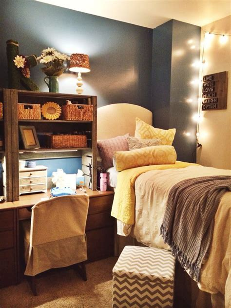 Everything is removable, reusable, or safe for room inspection. 15 Lovely College Dorm Room Designs