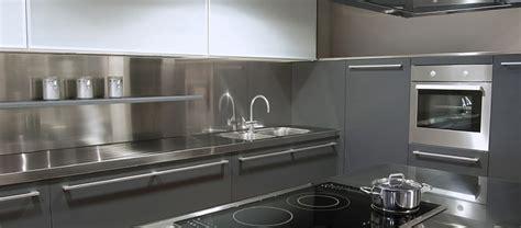 crédence cuisine inox à coller crédence cuisine design crédence inox et acier peint