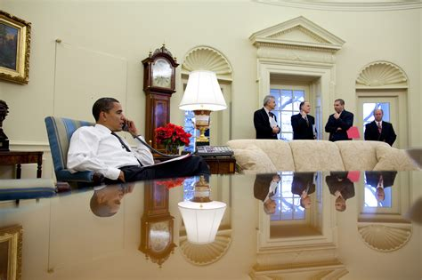 bureau ovale maison blanche file president barack obama calls foreign leaders in the