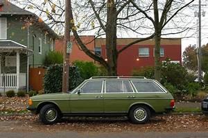 Mercedes 300 Td : old parked cars 1978 mercedes benz 300td wagon ~ Medecine-chirurgie-esthetiques.com Avis de Voitures