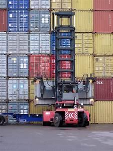 20 Fuß Container In Meter : kalmar stapler hebt einen 20 fu container auf einen sattel auflieger ~ Frokenaadalensverden.com Haus und Dekorationen