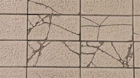 comment decrasser un carrelage changer un carreau de carrelage fissur 233 comment