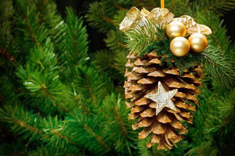 diy pine cone christmas ornaments diy christmas ornaments diy pinecone ornament