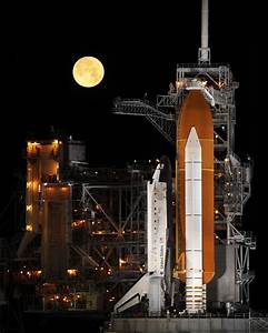File:Space Shuttle Discovery under a full moon, 03-11-09 ...