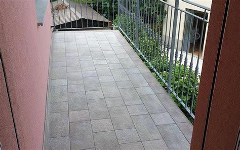 pavimento per balconi piastrelle per balconi esterni prezzi immagini idea di