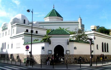 Envie d'en apprendre plus sur cette grande mosquée ? Mosquée de Paris : Les Femmes obligées de prier au sous ...