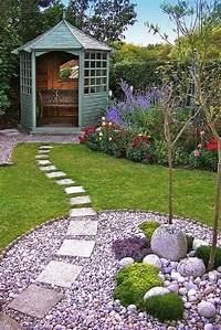 landscape stepping stones Decorative Stepping Stones That Will Blow Your Mind
