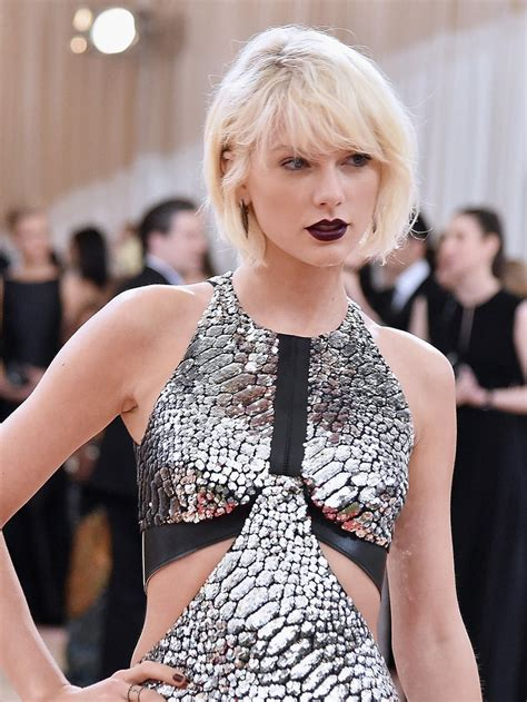 taylor swift wears goth makeup  british vogues january