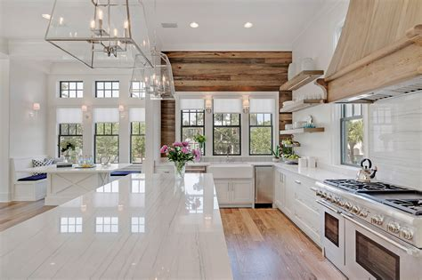 Coastal Kitchens : Choosing Hardwood Floor Stains