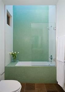 Kleines Bad Mit Wanne : kleines bad einrichten wanne dusche glaswand gr ne mosaik bad pinterest badezimmer bad ~ Frokenaadalensverden.com Haus und Dekorationen