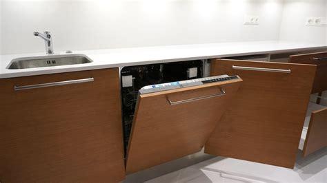 Trīsdaļīga virtuve ar plašām lietošanas opcijām - Virtuves.lv