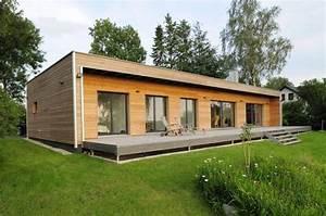 Holzhaus Polen Fertighaus : dieser bungalow kombiniert naturoptik und moderne schn rkellose architektur moderner bungalow ~ Sanjose-hotels-ca.com Haus und Dekorationen
